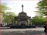 """<font color=""""blue""""><font size=""""+1""""> Liège Le PERRON est le symbole de la justice du prince-évêque de Liège, sur la place du Marché</font></font>"""