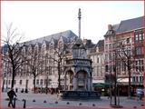 """<font color=""""blue""""><font size=""""+1""""> Liège le Perron</font></font>"""