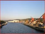 """<font color=""""blue""""><font size=""""+1""""> Liège Le port de Liège est un port fluvial sur la Meuse</font></font>"""