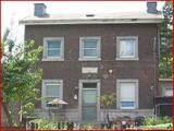"""<font color=""""blue""""><font size=""""+1""""> hemlot Très ancienne maison face à la Meuse, portant une plaque sur le mur Hermalle</font></font>"""