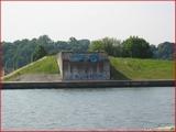 """<font color=""""blue""""><font size=""""+1""""> Vestiges du pont de Vivegnis canal Albert côté Vivegnis. En fait, c est un pont qui fut détruit dans les années 80 (écroulé 14 août 1985) suite à l explosion d une conduite de gaz qui passait en dessous</font></font>"""