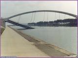 """<font color=""""red""""><font size=""""+1"""">  le pont de Vivegnis fut accidentellement détruit dans les années 80 suite à l explosion d une conduite de gaz qui passait en dessous..</font></font>"""