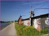 """<font color=""""red""""><font size=""""+1""""> Etonnant ces poutres métallique qui sont laissées ainsi à l abandon en pleine nature. Cet amas de poutrelles métalliques rouillées et taguées est de l ancien pont de Vivegnis qui enjambait le canal. .</font></font>"""